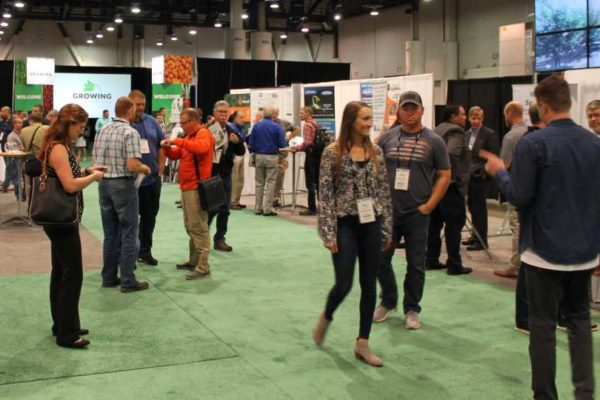 Tradeshow crowd at Growing Innovations 2018